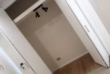 Ante scorrevoli su misura per armadi a muro / Tutte le tipologie di ante su misura, fino ad altezze che superano i tre metri, con chiusura assistita e accensione di luci led in apertura.