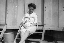 Régi korok fürdőruhái / A század elejei fürdőruhák olyan sokat takartak, hogy még ebben a szeptemberi langyos időben sem fáznánk bennük.