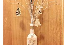 Painted bottles / Wine bottles, Christmas Decorations  https://www.facebook.com/DIYbyLiana/ http://soimaliana.blogspot.ro/2017/01/wine-bottles-diy-chalkboard-paint.html