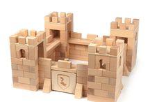 wooden building blocks / Bausteine zum Bauen und Stapeln • wooden blocks