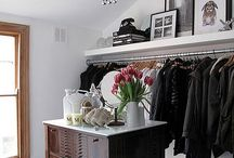 closet / Armarios, Vestidores alucinantes llenos de ropa y zapatos #armario #closet #vestidor #carriebradshaw