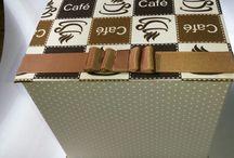 """Caixa-Livro Café da Manhã ou da Tarde! / Caixa modelo """"Caixa-Livro"""" revestida em tecido 100% algodão. Ao abrir vc se surpreenderá com deliciosos ítens e depois.... terá uma bela peça decorativa!"""