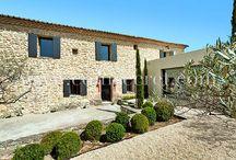 Maisons de vacances en Provence / Mas, mazets, bastides ou maisons de village, voici quelques jolies maisons typiquement provençales à louer pour vos vacances.