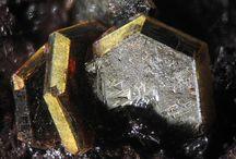 Alunite (Groupe), Jarosite (Sous-groupe) / Sulfates : Jarosite, Natrojarosite, Hydroniumjarosite, Ammoniojarosite, Argentojarosite, Plumbojarosite, Beaverite-Cu, Dorallcharite