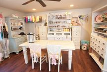 Creative Spaces & Studios / Gorgeous spaces and organization ideas for unleashing your creativity!
