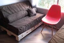 Nossos Projetos com Paletes / Alguns projetos já feitos por nós. São paletes que foram bases para camas, sofás, mesas... e são muito resistentes e práticos ! http://www.lojadocaixote.com.br/ - Whatsapp (11) 9-8444-5576