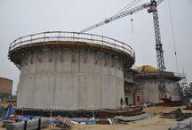 Oczyszczalnia ścieków w Zduńskiej Woli / W Zduńskiej Woli trwa rozbudowa i modernizacja oczyszczalni ścieków. Pierwsze prace na budowie rozpoczęły się pod koniec 2010 roku, a cała inwestycja ma być zakończona w 2013 roku. W ramach rozbudowy powstaną zamknięte komory osadu i rozdziału przy osadnikach wtórnych i wstępnych, planowane jest także wykorzystanie zbierających się w komorach biogazów do celów energetycznych, co w przyszłości pozwoli na ograniczenie kosztów funkcjonowania całego zakładu.
