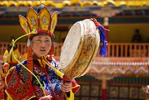 4 SPECTACULAR FESTIVALS CELEBRATED IN J & K YOU SHOULDN'T MISS FOR ANYTHING IN THIS WORLD / Hemis festival is one of the most popular festivals that falls on the 10th day of the Tibetan lunar month. It is a celebration of the birth anniversary of Padmasambhava, the spiritual leader and founder of Tantric Buddhism in Tibet. Festivities take place in the Hemis Gompa, 45 kms from Leh.