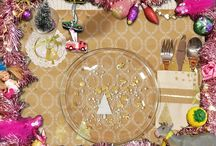Tafelversiering knutselen / Tijdens de feestdagen ziet niet alleen je huis er als een plaatje uit, ook je tafel kan mooie versiering gebruiken. De knutselzussen Mascha en Anouk gaan ermee aan de slag op hun YouTube kanaal (youtube.com/knutseltv)