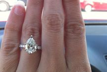 Pear Cut Engagement Rings