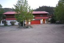 Running Bear River Lodge / What a Rare Gem!!! With a Greatness All Its Own... Plenty of river and ducks!  This massive 2 story, 8 bedroom/7-1/2 bath house is formerly the River Street Bed & Breakfast...  Downstairs is the living room with TV/cable, wi-fi, patio area, washer/dryer, pet friendly, ping pong table, 2 bedrooms (each with queen beds and shared bath). Upstairs reveals 6 bedrooms, private baths and balconies. 2 have a queen bed, 2 have 2 queen beds & cots, 1 with a queen and twin, and 1 with a queen and cot.