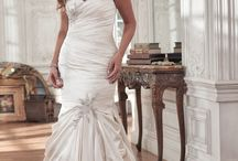 Plus Size Wedding Dresses / Nothing is more beautiful than a bride feeling confident and radiant...  And nothing makes a bride feel more stunning than a perfectly fitting wedding gown.   No matter your body shape or type, your dream wedding dress awaits. While many of our gowns are available from size 0-28, see some of our favorite plus-size wedding gowns below.