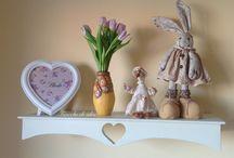 """Mensole shabby chic / Mensole artigianali in legno massello con cuore. Sono in vendita!..contattarmi sulla mia pagina fb """" fiocchi di idee""""!"""