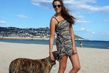 """Hapiness it's never Black & White / La bloguera de moda Silvia ha querido mostrar a través de su rincón personal en la red, Miss Greyhound, cómo es un día de playa con uno de nuestros vestidos, bajo el eslogan """"Hapiness it's never black & white""""."""