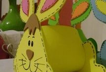 Easter bunny basket craft / This page has a lot of free Easter bunny basket craft for kids