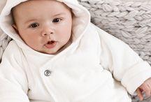 bébé en blanc