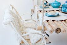 Paterny - błękit, biel, jasne drewno