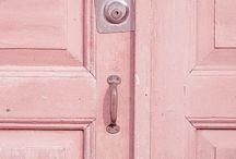 Rosa + Azul: as escolhidas da Pantone pra 2016 / Todo ano a Pantone elege uma cor pra ser referência na moda, beleza e design. Dessa vez o Instituto elegeu pela primeira vez uma dupla de cores como tendência em 2016: rose quartz (rosa claro) e serenity (azul claro).  Por Juliana Santos >>> http://goo.gl/5zfts8