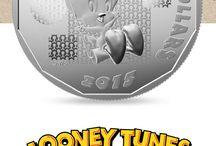 Pièces Looney Tunes / Faites revivre ces samedis matins où, enfant, vous regardiez les dessins animés à la télévision! La Monnaie royale canadienne a fidèlement reproduit tous vos personnages préférés des Looney Tunes sur les pièces d'un nouvel ensemble à collectionner. En prime, pour le plaisir des amateurs, le motif de chaque pièce de la série dissimule un élément surprise. À vous de le trouver!