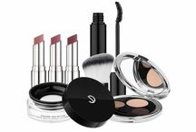 Light of Shadows make up Collection / LIGHT OF SHADOWS: Following the example of the 2015-2016 hairstyle trends, the Light of Shadows make-up collection enhances women's natural beauty, like lingerie for the skin. Intimate, personal and timeless, this collection magnifies the skin's texture, emphasizes the eyes, and reveals the curve and almost-natural color of the lips.