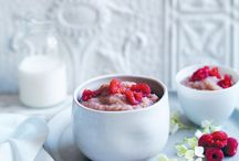 10 Ways to Eat Porridge / When there's a cold snap, all we want to eat is porridge. Warming, cheap and filling, our books are filled with creative ways of packing oats with flavour.