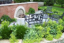 Outdoor Fireplaces / Great fireplaces and fire pits that invite guests to gather 'round.