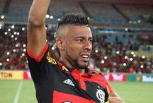 Horas após ser anunciado, Léo Moura desiste de ir para o Vasco