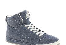 Sneakers / Takkies