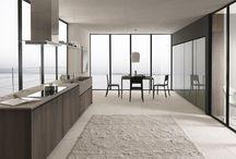 Twenty - Kitchen / Il progetto architettonico di Twenty nasce dalla volontà di creare un ambiente cucina dal design minimal e lontano da ogni distrazione, ma al tempo stesso sofisticato ed esclusivo: lo si denota sia nella semplicità compositiva che nel magico scenario che ci fa da cornice.