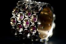 Swiss Jewelry Design / Gold, Silver and much more... Beautiful Jewelry crafted by Swiss Designers - Mit viel Liebe zum Detail designt, im heissen Feuer geschmiedet und strahlend schön zeigt sich der in Handarbeit hergestellte Schmuck aus der Schweiz.