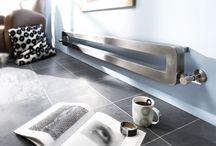 Grzejniki dekoracyjne KALMAR / Firma Kalmar kieruje swoją ofertę do najbardziej wymagających klientów, architektów i projektantów wnętrz. Grzejniki intrygują, zaskakują, mogą tworzyć klimat wnętrza, dlatego Kalmar oferuje zarówno proste i nowoczesne wzornictwo, grzejniki wykonane ze stali kwasoodpornej jak i te z elementami drewna, starej miedzi i stylizowane na tradycyjne.