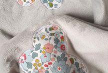 Couverture toute douce pour bébé / Couverture en tissu minkee, motifs papillons en liberty