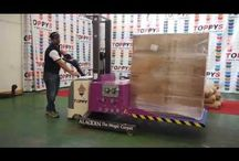 "Toppy Aladdin container loader and unloader / Aladdin is a pallet changer and a container loader and unloader.  Through a ""magic"" carpet, Aladdin can easily load and unload different products, such as boxes, bottles, drums, bags and vials, from and to the pallet / container. The whole operation only needs few seconds. Aladdin can work both from the floor and from the pallet, as it is in direct contact with the products, and it has no height limit. main website: http://www.toppy.it south american web site: http://www.cambiador-de-palets.com"