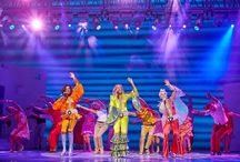 MAMMA MIA / MAMMA MIA! Το No. 1 musical στον κόσμο έρχεται σπίτι του. Ζήστε την εμπειρία! Το διασημότερο και διασκεδαστικότερο μιούζικαλ, το παγκόσμιο φαινόμενο που μετά το Λονδίνο κατέκτησε το Broadway και στη συνέχεια όλο τον κόσμο, έρχεται τον Οκτώβριο στην Ελλάδα!  www.abcd.gr