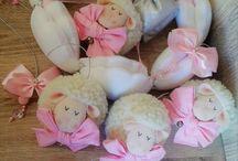 móbile de berço ovelha menina / mobile de ovelhinhas em rosa e prata.. https://www.elo7.com.br/lelekaatelie/loja