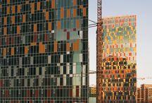 """ЖК """"Sky house"""" / Архитекторы: """"Остоженка""""/ MOS CITY GROUP/ 300 000 руб. - 1 м2/ пластическое решение: разнообразная нарезка окон, использование цветных панелей"""