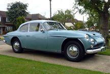 Jensen Motors / Jensen Motors Ltd bir İngiliz üreticisidir, spor otomobiller ve ticari araçlarda West Bromwich , İngiltere. Alan ve Richard Jensen Klübleri, 1934'te WJ Smith & Sons Limited'in ticari vücut ve spor otomobil yapımı işine yeni isim Jensen Motors Limited'i verdi. 1976'da ticareti durdurdu.