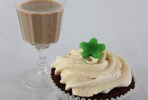Cocktail Cupcakes / De cocktail cupcakes worden bereid met alcohol waardoor deze alleen geschikt zijn vanaf 18 jaar. De cupcakes worden altijd vers gebakken waardoor u verzekerd bent van een heerlijke lekkernij.