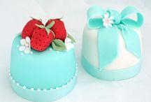 Mini cakes, Petit fours and Cookies !!!!!!!!!! / by Tânia Sarú