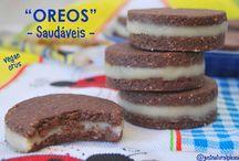 """""""Oreos"""" Saudáveis (Vegan, Crus) / Irresistíeveis e tão mais saudáveis que a versão original! São vegan, crus, sem glúten, sem açúcar e sem soja."""