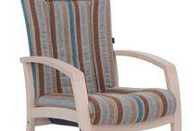 Zorgmeubilair / Zorgmeubilair vraagt om een ander advies en product dan standaard projectmeubilair. denk aan rolstoel toegankelijke tafels en stofferingen die urine en bloed bestendig zijn. Wij geven u graag advies.