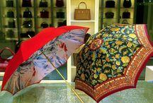 Ombrelli Pasotti / L'ombrello è un accessorio indispensabile in caso di pioggia, ma può diventare piacevole e suggestivo se si sceglie con attenzione