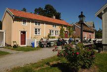 Bygata på Romsdalsmuseet / By-samlingen på Romsdalsmuseet danner en liten sjarmerende gate som gir et glimt av hvordan Molde by så ut før bybrannen i 1916 og bombingen i 1940.