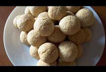 Crispy coconut cookies. Biscuiți crocanți cu cocos. Печенья с кокосовой стружкой. / Ingredients: flour-300g, sugar-100g, flaked coconut-120g, vanilla sugar, baking powder, honey-4 sp. Prep time: 20 min. Preheat the oven to 180. Ingrediente: făină-300g, zahăr-100g, fulgi de cocos-120g, zahăr vanilat, praf de copt, miere-4 linguri. Termen de preparare: 20 min la 180. Ингредиенты: мука-300г, сахар-100г, кокосовая стружка-120г, ванильный сахар, разрыхлитель теста, мёд-4 ложки. Время выпечки 20 минут при 180.