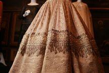 Mode // Les Robes / Découvrez, dans ce tableau, les tendances de mode féminine centrées sur les robes.