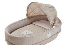 Moisés para bebés o capazos / Para los primeros meses del recién nacido, tu bebé descansará plácida y comodamente en nuestra variada gama de Moisés o capazos.