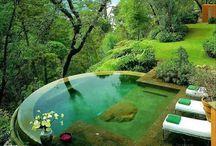 záhrady s bazénom