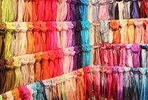 Foulards / Toutes nos étoles sont issus d'un commerce éthique. Elles sont importées d'Inde, de Thaïlande ou du Népal.