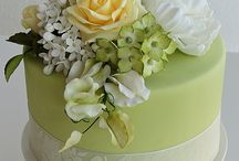 wedding cakes in green