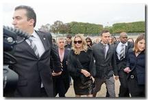Kate Moss au défilé Dior à l'Espace Ephémère du Jardin des Tuileries